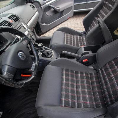 Autostoelen reinigen interieur schoonmaken
